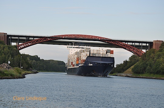 The container ship approaches the bridge